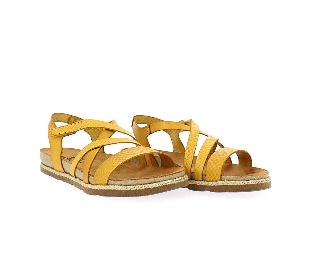 Nada mejor para ir cómoda y a la moda, que estas sandalias de Yokono 🐞 fabricadas en piel y con piso Bio. ¡No querrás quitártelas!! Ven a vernos y disfruta comprando! 👏👏