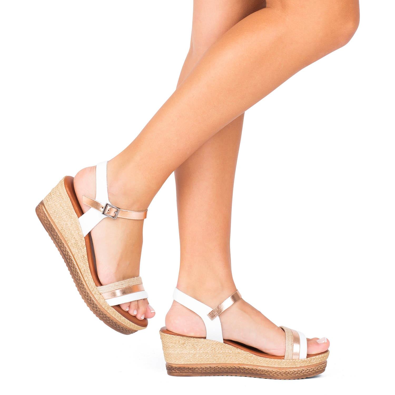 Hoy os enseñamos unas sandalias que además de ser preciosas 😍😍 son comodísimas, de piel, hechas en España y perfectas para cualquier ocasión!! 👏👏👏 No te quedes sin ver estas cuñas de PORRONET 👡 Ven a vernos y disfruta comprando!!